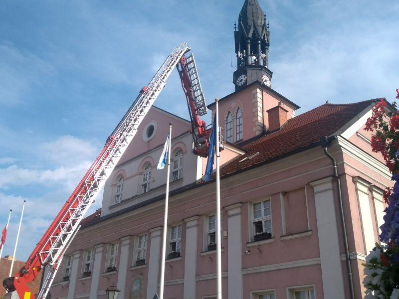 Urzędnicy poprosili o pomoc strażaków.