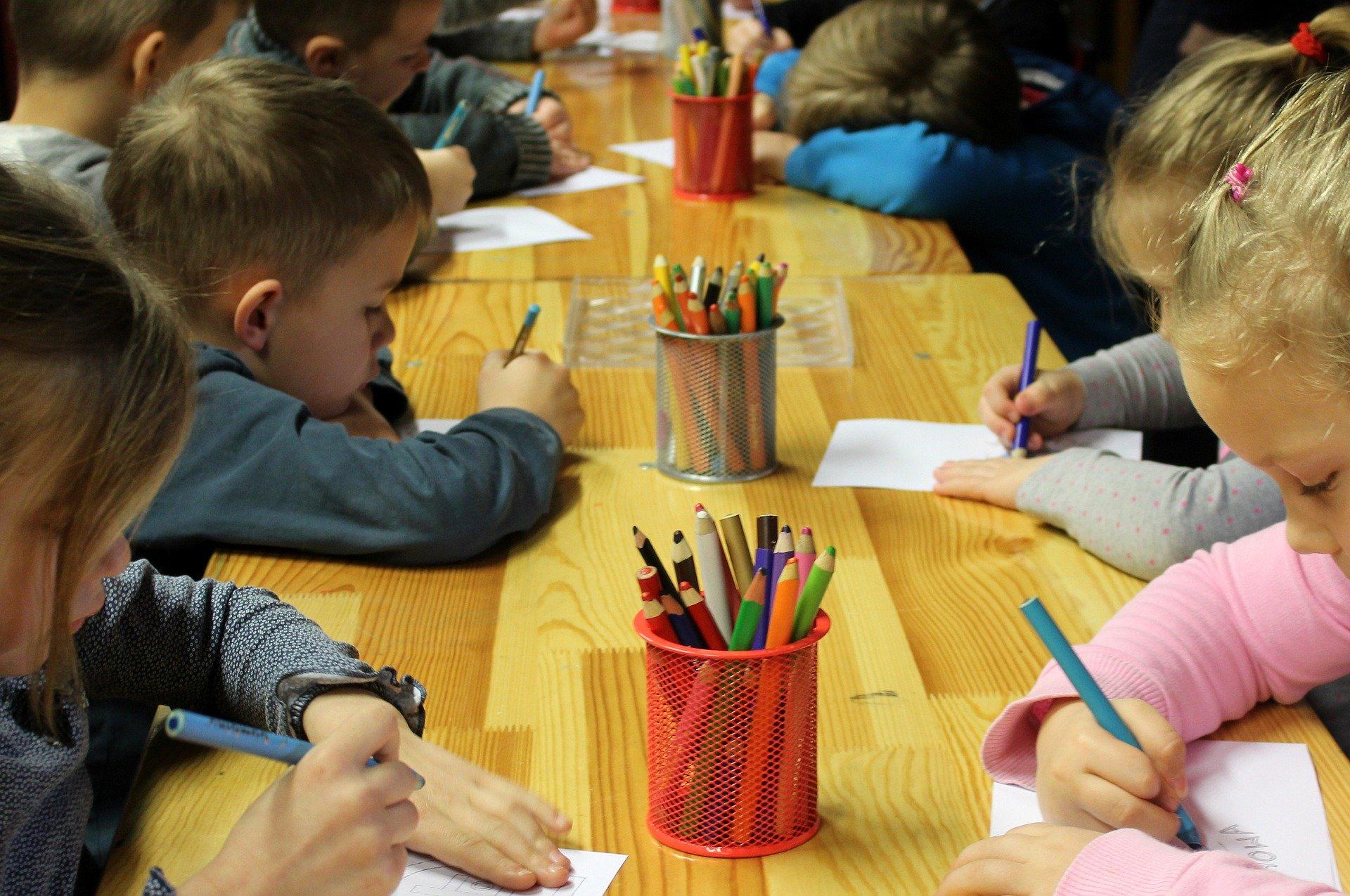 Ilustracja do informacji: Ważna informacja dla rodziców: 25 lutego ruszy nabór do gminnych przedszkoli i oddziałów przedszkolnych w szkołach podstawowych