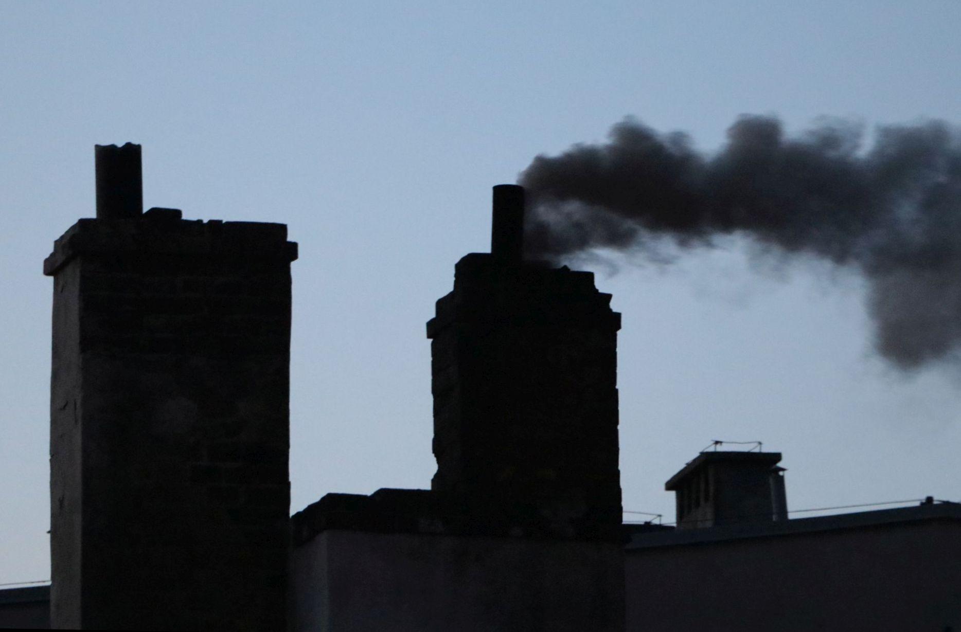 """Ilustracja do informacji: Miasto walczy ze smogiem. Unijna dotacja na likwidację """"kopciuchów"""""""