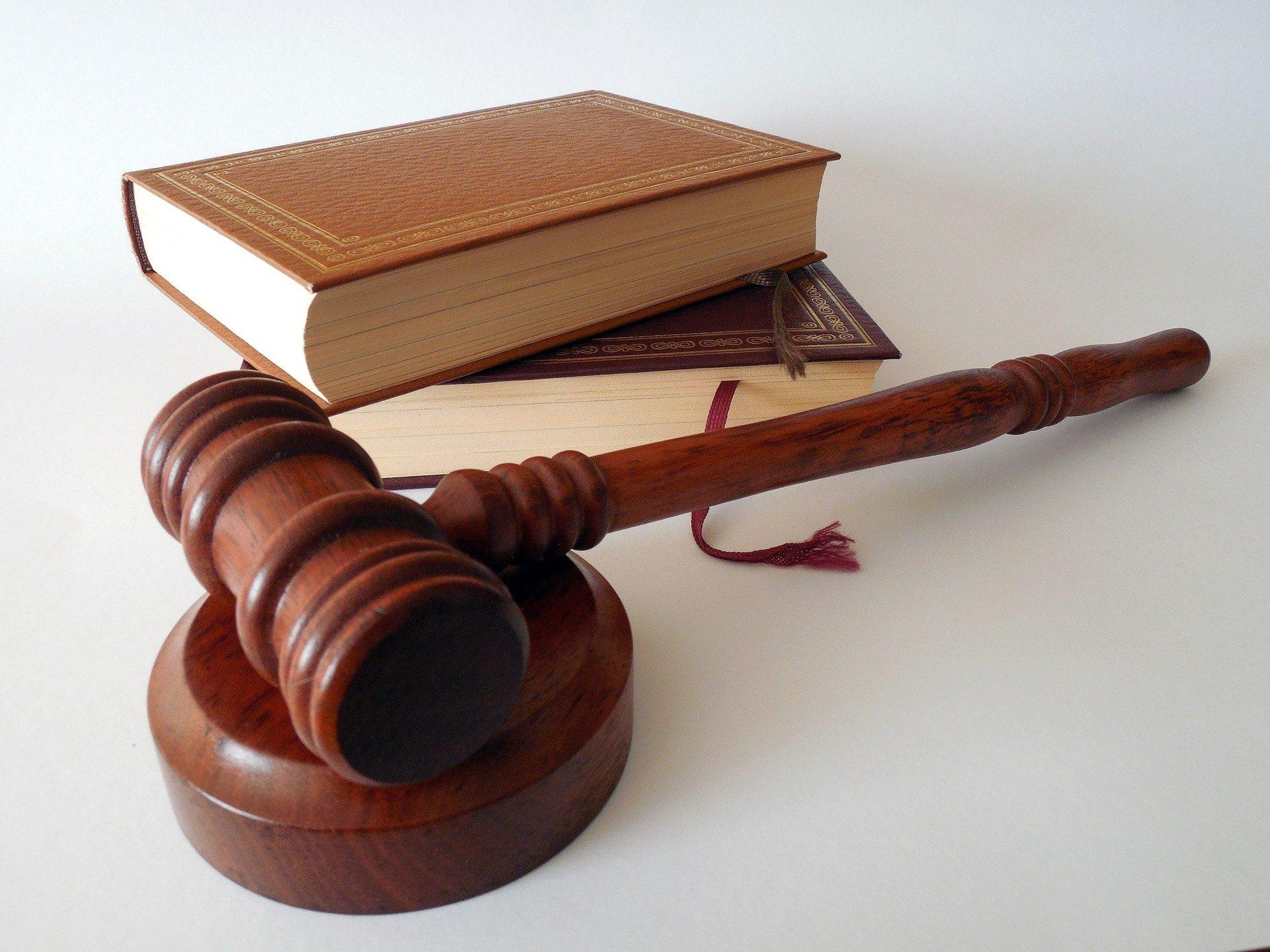 Ilustracja do informacji: Ogłoszenie o wyborach uzupełniających ławników na kadencję 2020 - 2023